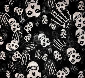 Fejkendő csontvázas koponyákkal